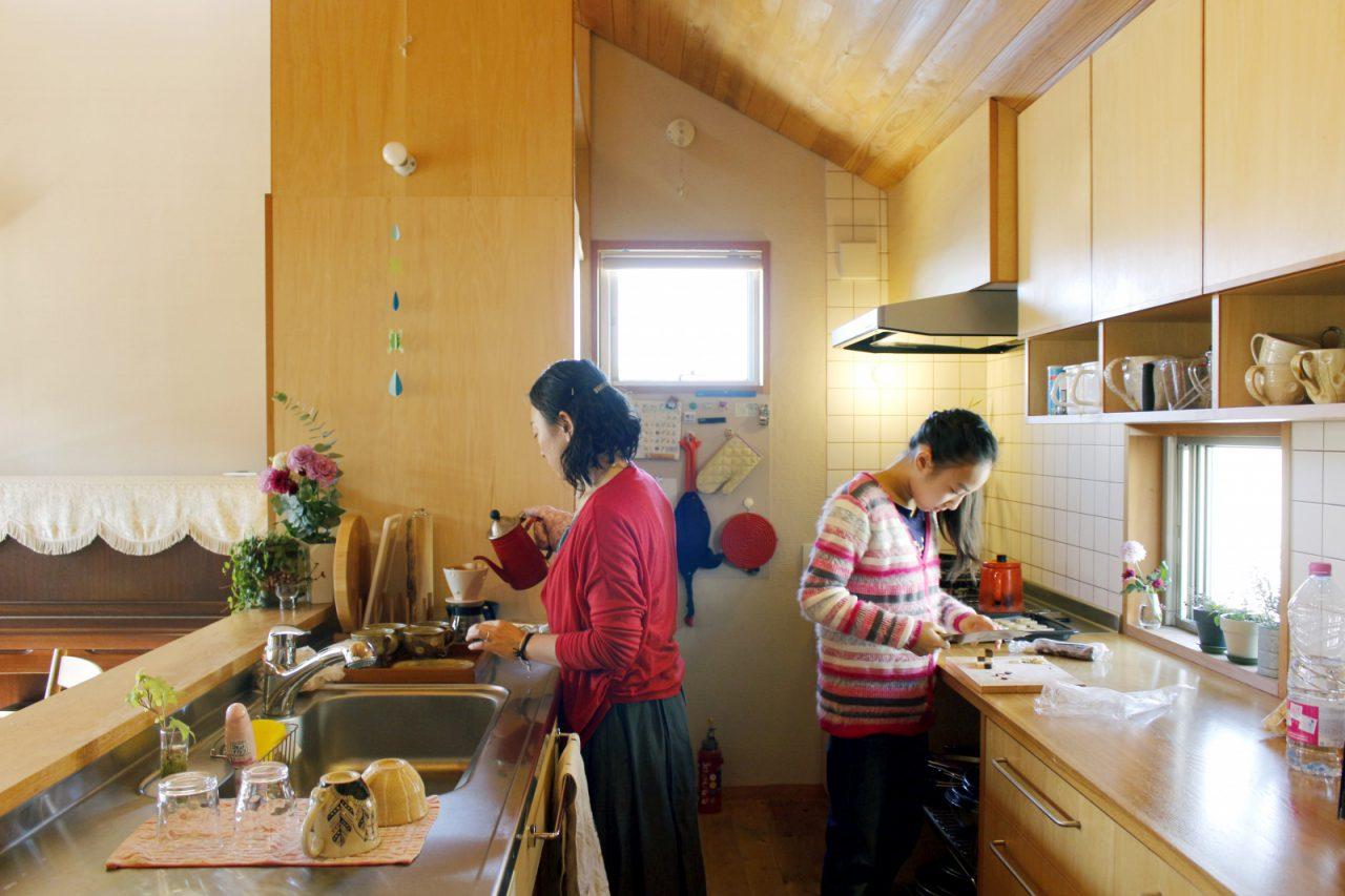ふたり立っても広々と使えるキッチン
