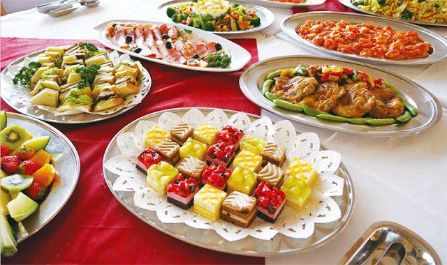 ビュッフェや定食の他にも、パーティメニューも注文できます!主菜からデザートまで美味しい料理をお腹いっぱい楽しめます。お誕生日会や懇親会などにオススメです。