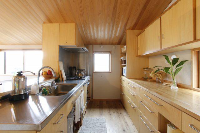 S様の持ち物に合わせて計画された、たっぷり入るキッチン収納