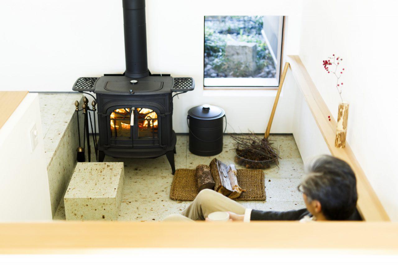 冬は、薪ストーブの炎を見ながらビールを飲んでいます。