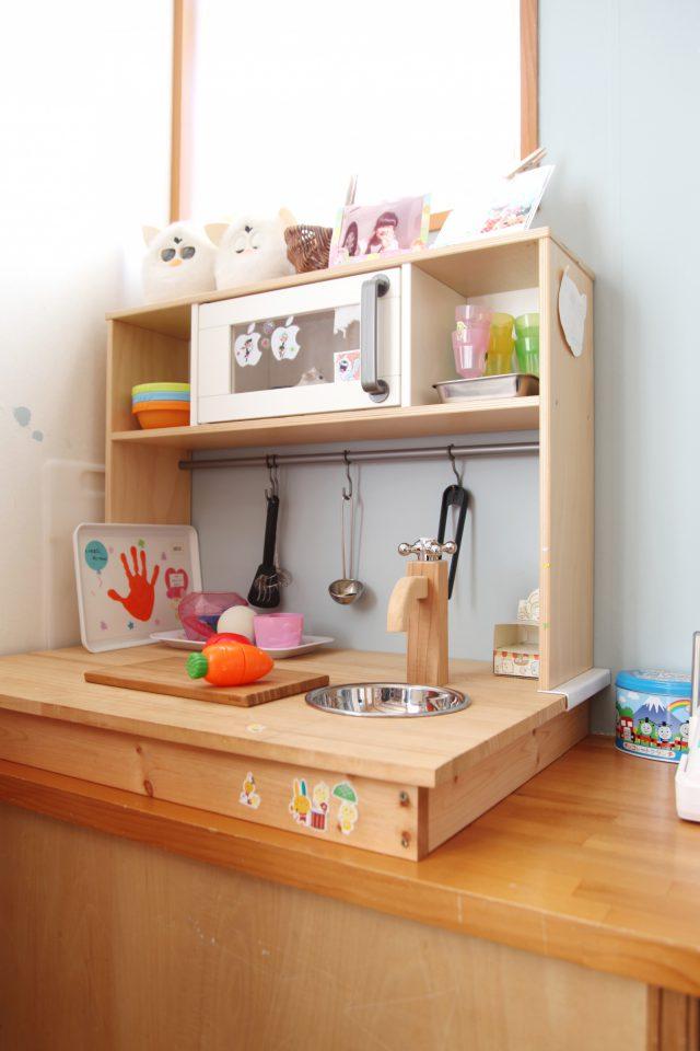 市販の棚を加工して可愛らしいキッチンに!