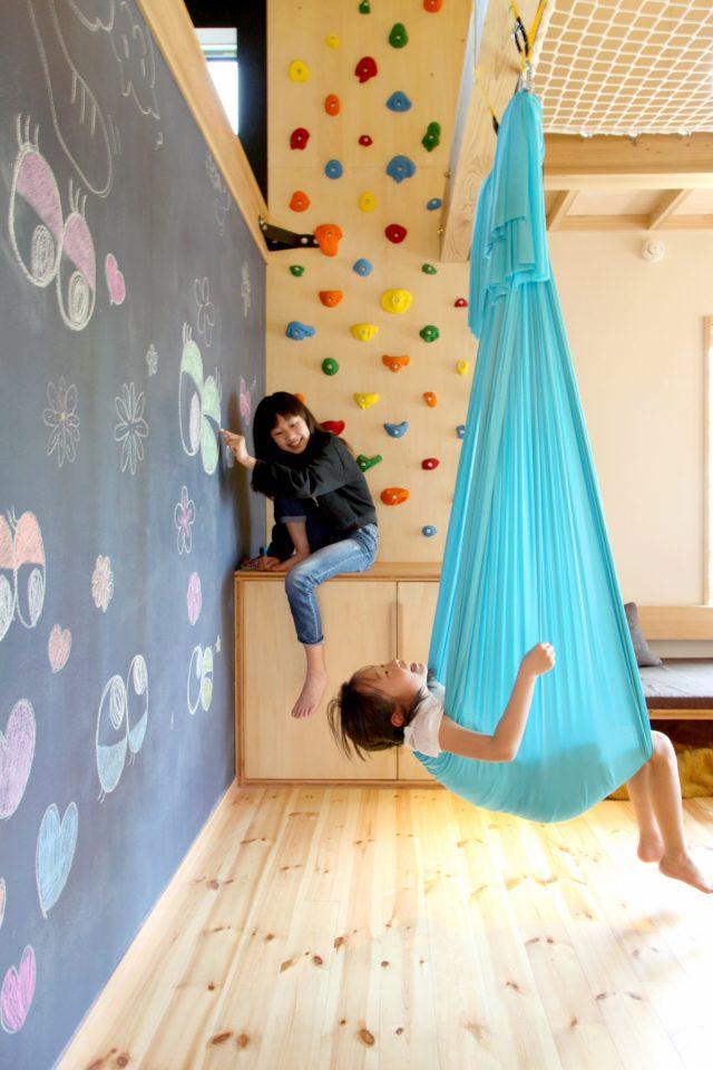 走って、跳んで、登っちゃおう! 「五感を使って楽しく学べる家」