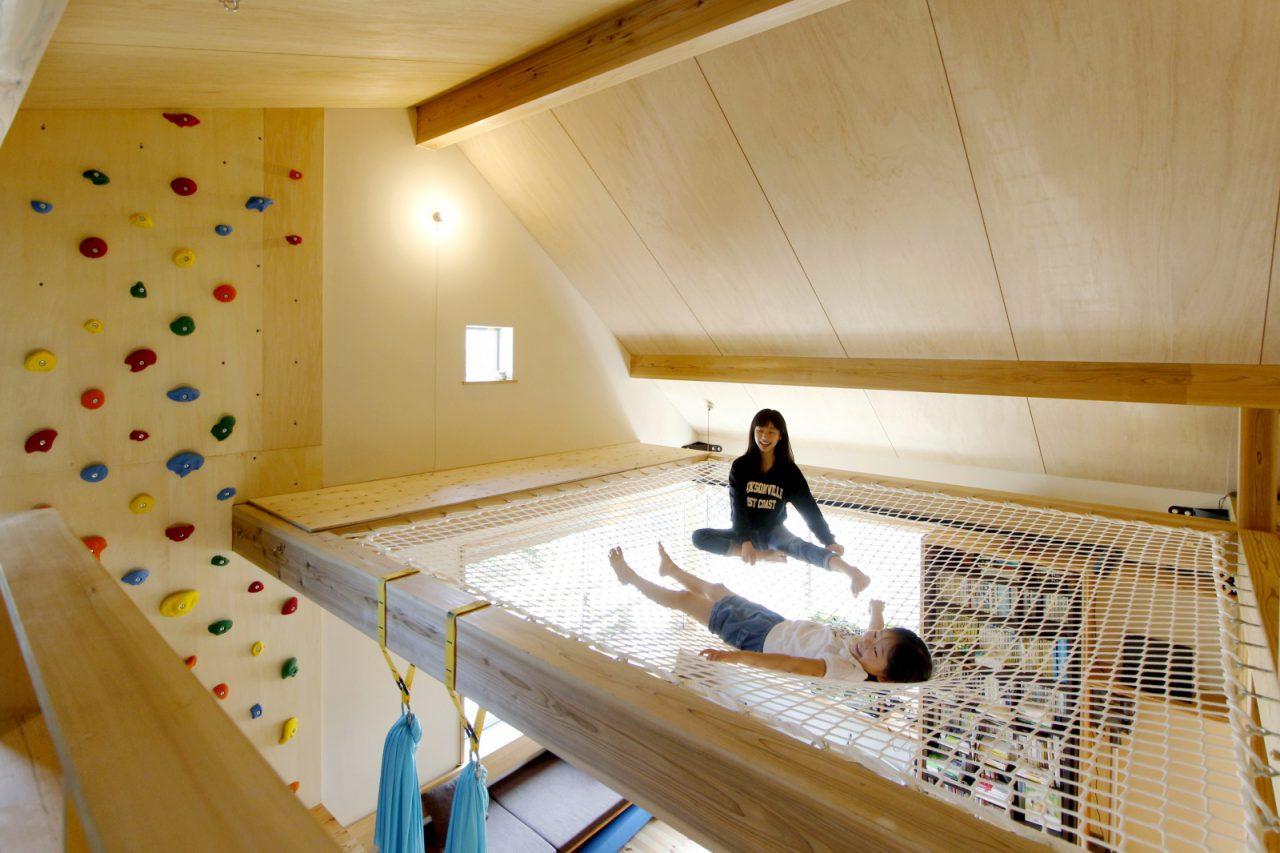 上下左右、色々な場所へ自由に行き来できる2階リビング