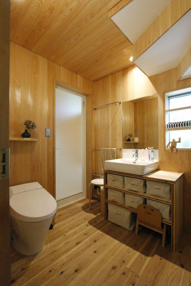 洗面・トイレなどの水回りはまとめて一つの空間に。