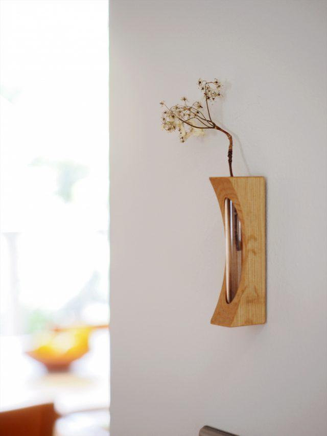磁石と画鋲で壁にくっつく可愛らしい花差し。