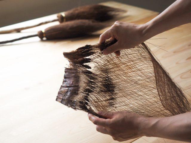 シュロの皮の繊維。木の皮がそのまま細い繊維になっているのが不思議で、とてもきれい