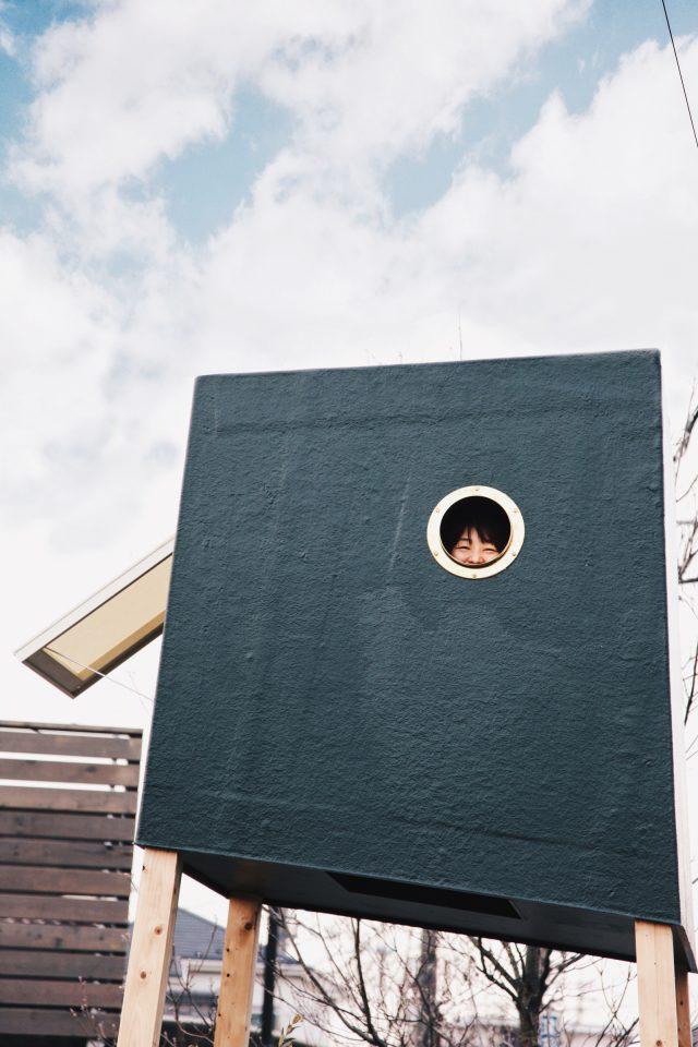 のぼって、たたずむ家具「巣箱」。