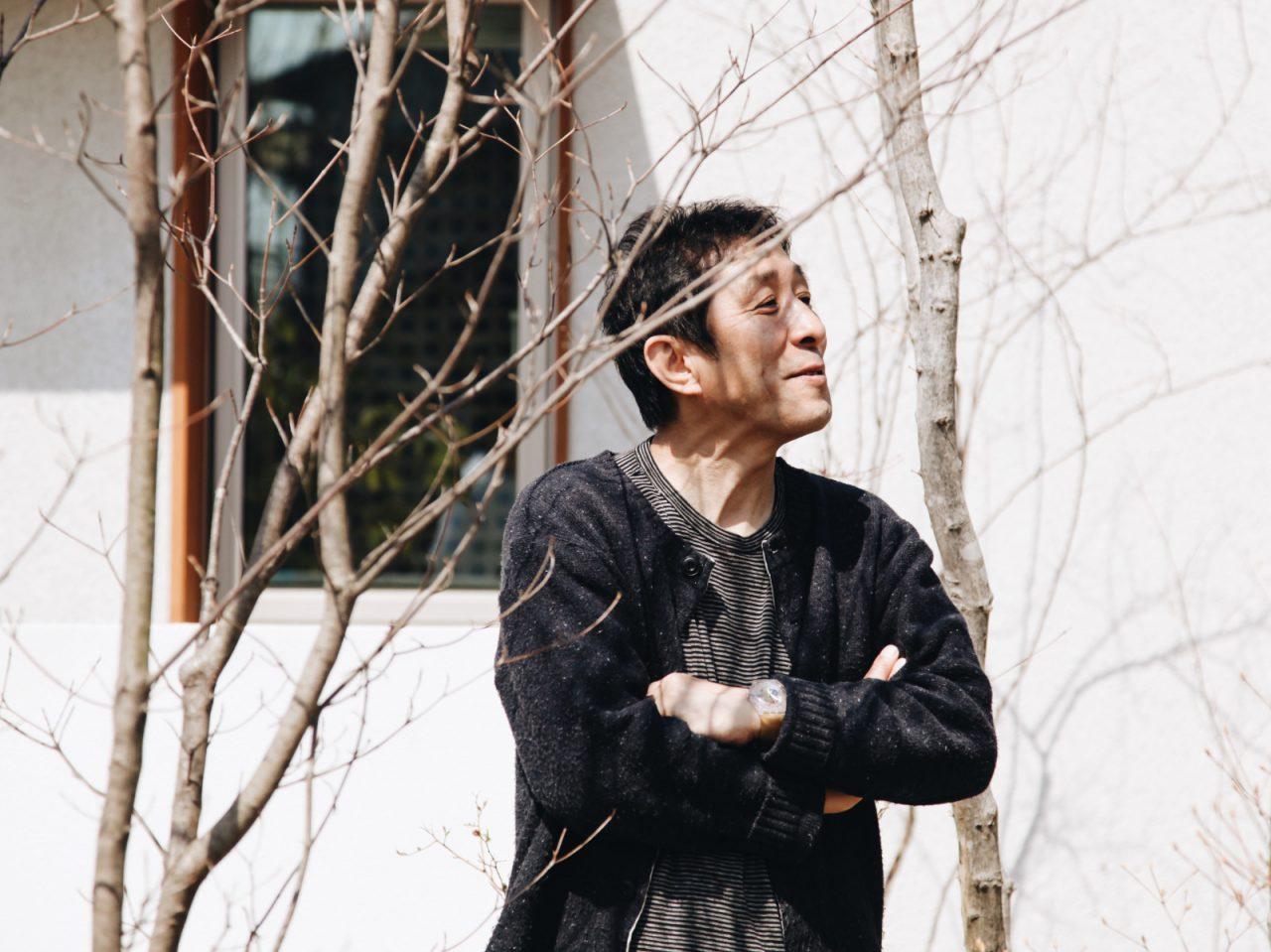 ■ Profile.  小泉誠 家具デザイナー  家具デザイナーの小泉誠は、木工技術を習得した後、1990年Koizumi Studio設立。2003年にはデザインを伝える場として「こいずみ道具店」を開設。建築から箸置きまで生活に関わる全てのデザインに関わり、現在は日本全国のものづくりの現場を駆け回り地域との協働を続けている。2005年より武蔵野美術大学空間演出デザイン学科教授。2012年毎日デザイン賞受賞。2015年より一般社団法人わざわ座 代表理事。2016年日本クラフト展大賞。