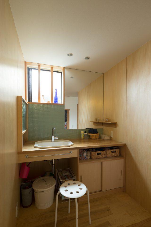 洗面室:撮影 西川公朗