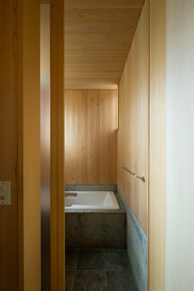 浴室:撮影 西川公朗