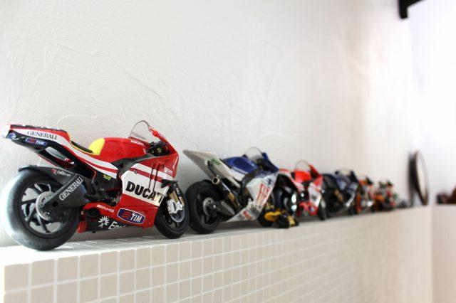 家族の趣味 バイクレース(MotoGP)家の至る所にグッズや写真が並んでいます。