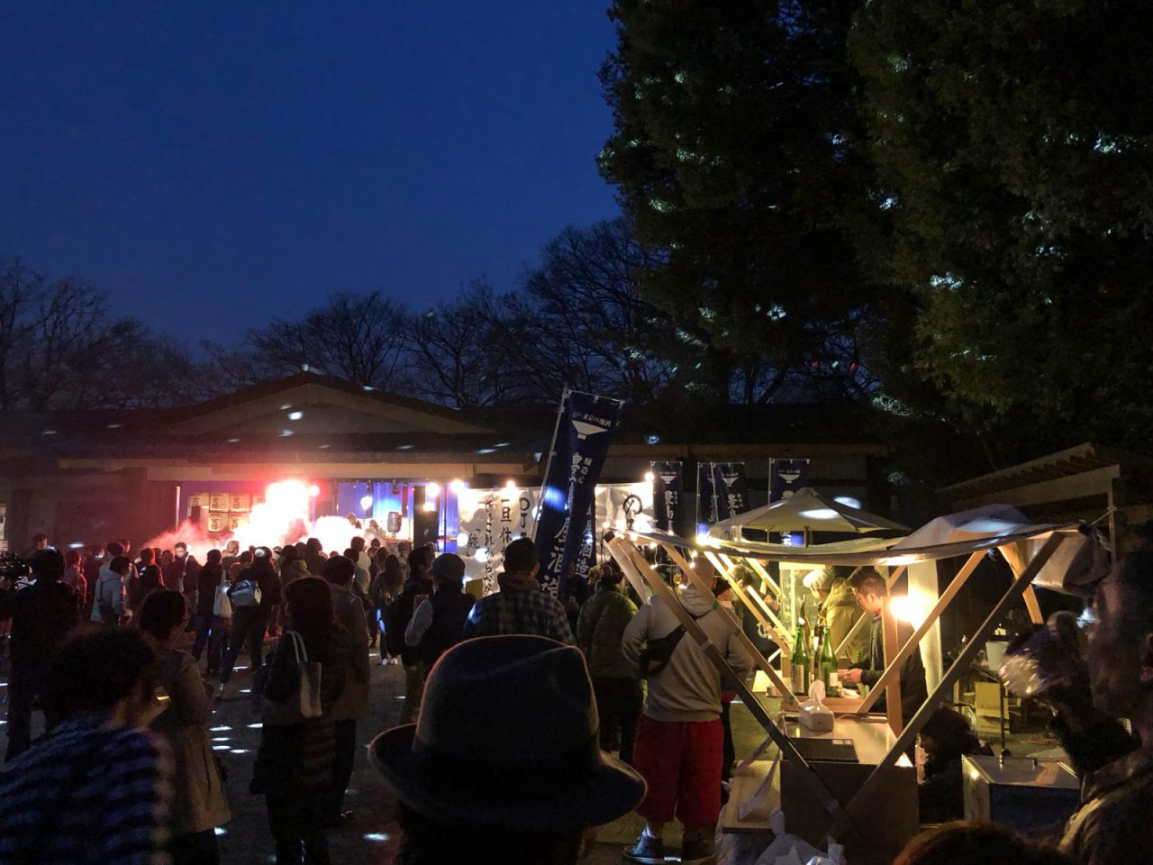 八坂神社の境内が音楽で湧いている夜の様子も新鮮でした!