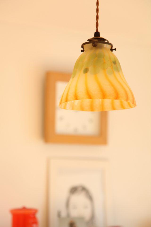 ガラス作家さんによる、カボチャがモチーフのペンダントライト