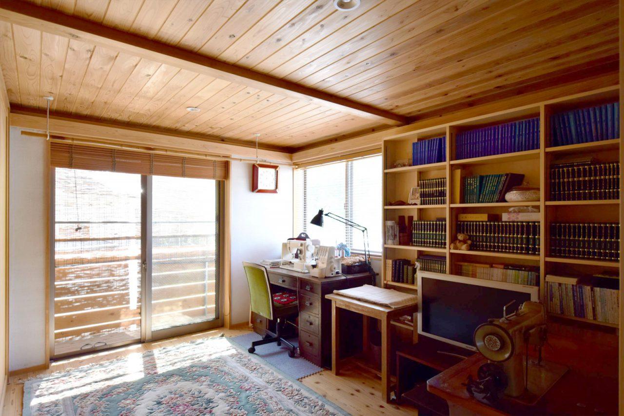 眺めの良い2階は書斎兼奥様の洋裁スペース。