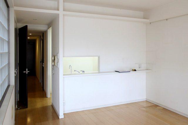 [before] 以前はダイニングとキッチンをつなぐ部分は小さな窓があるだけだった