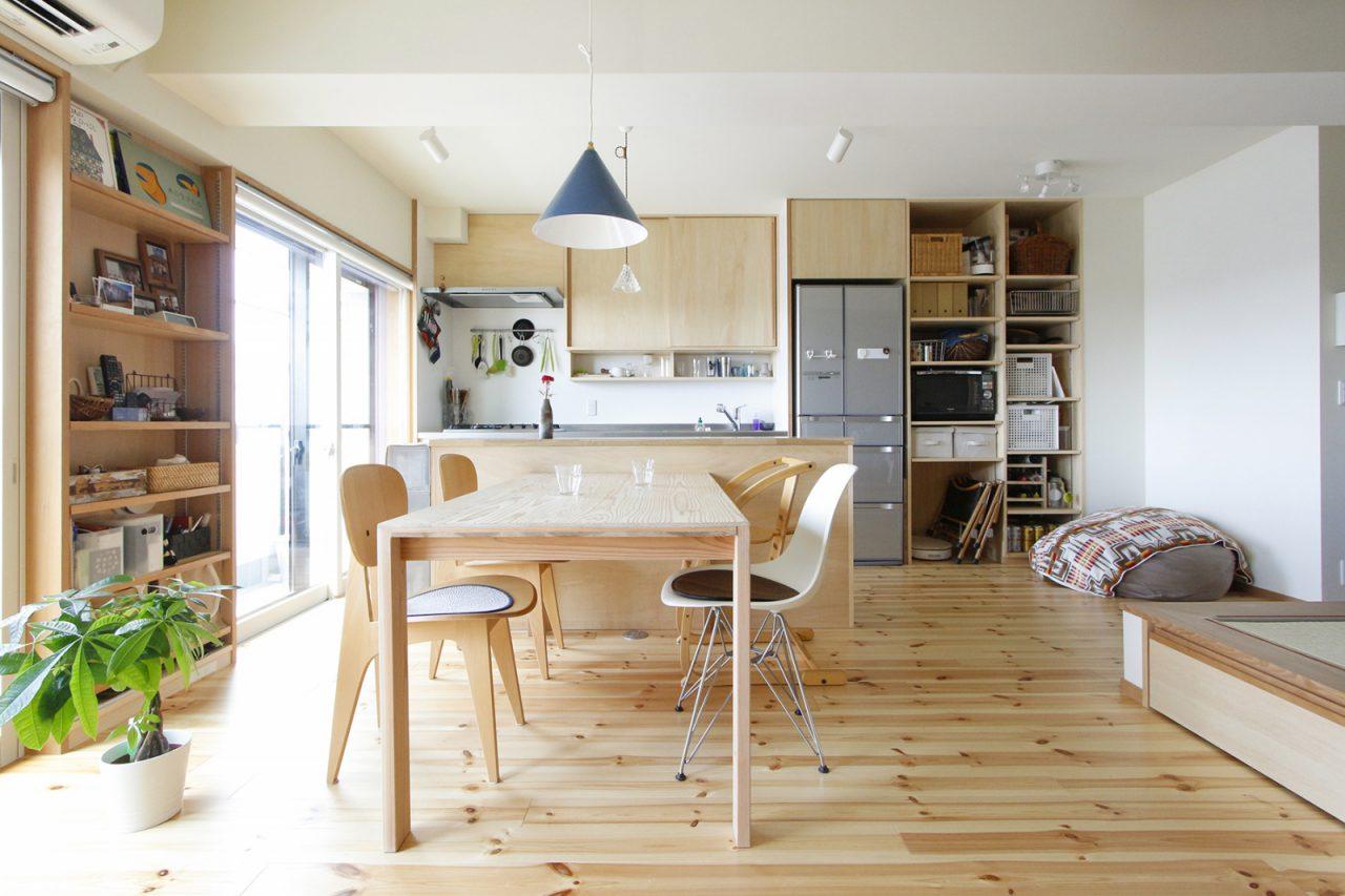ダイニングテーブルは大工さんのつくった家具「大工の手」