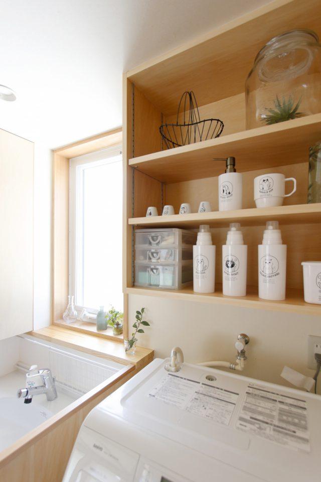 可愛い雑貨が並ぶ洗面スペース