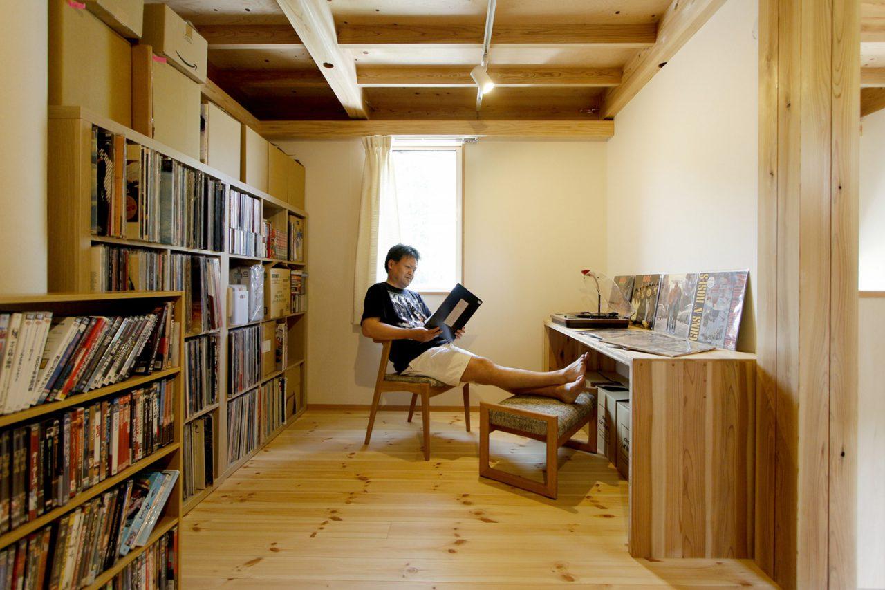ご主人のお気に入りのレコードコレクションが並ぶ部屋
