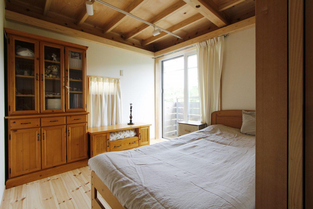 木の家具が似合う奥様の部屋