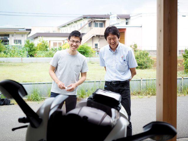 バイク好きの営業担当遠藤と取材時もバイク談義で盛り上がっていました。