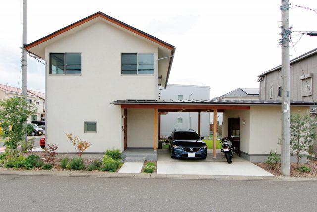 家とつながるガレージと庭のある暮らし