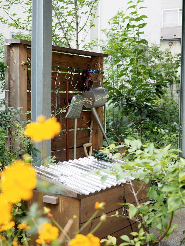 綺麗に並んだお庭の道具たち。