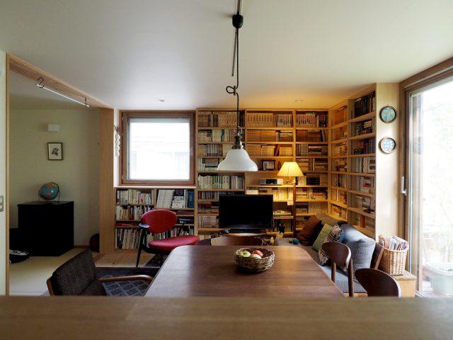 キッチンからの眺め。左側に和室が。
