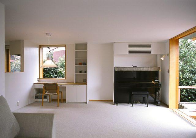 景色を切り取る窓、心地良い陽の入る室内