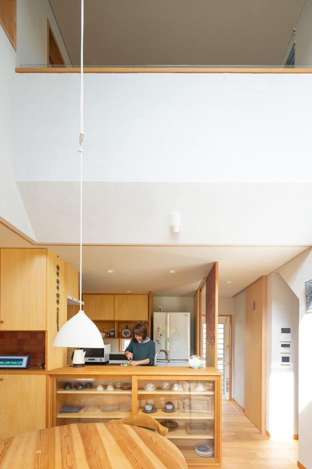 キッチンの脇には柿渋和紙が。