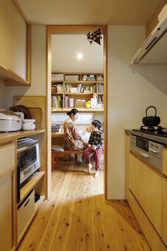 キッチン奥のスタディースペース
