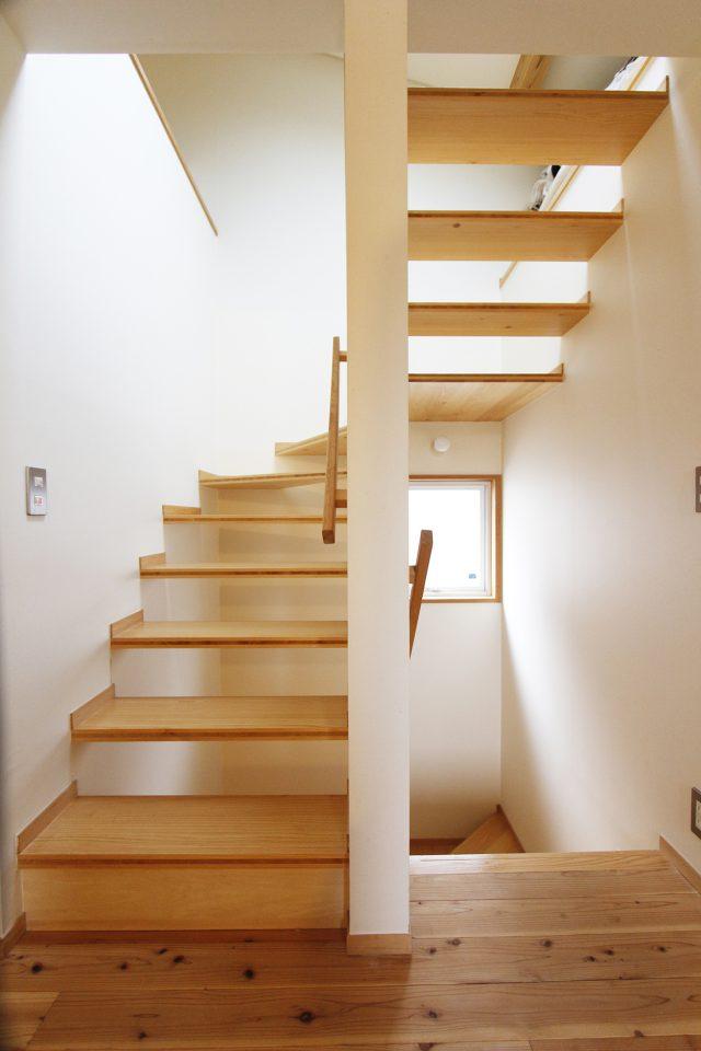 2階から3階ロフトへ上がる階段