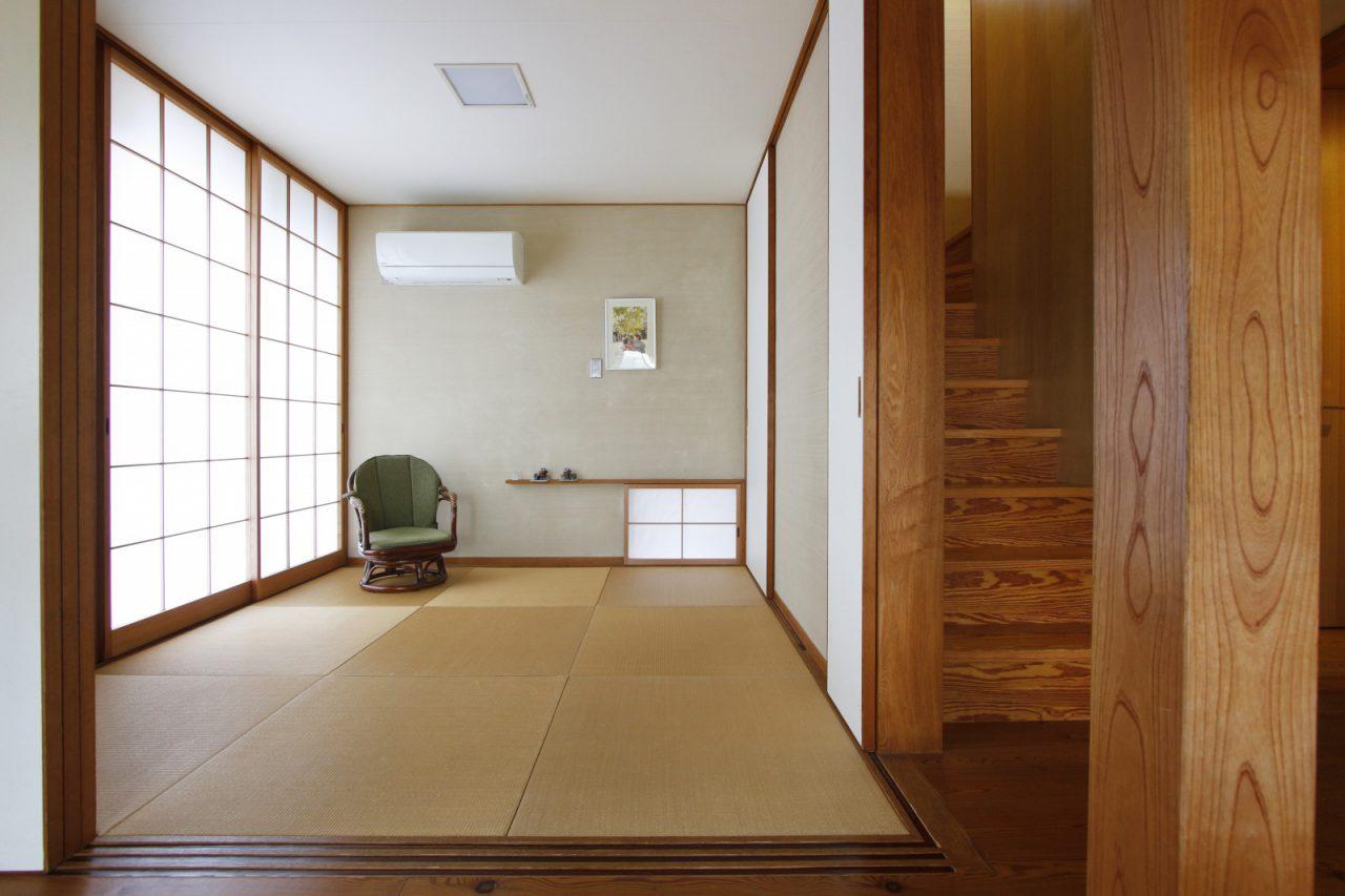 リビングに隣接する和室。早川家唯一のエアコンがあり、祖父母が訪れた際や夏の寝床として活躍。