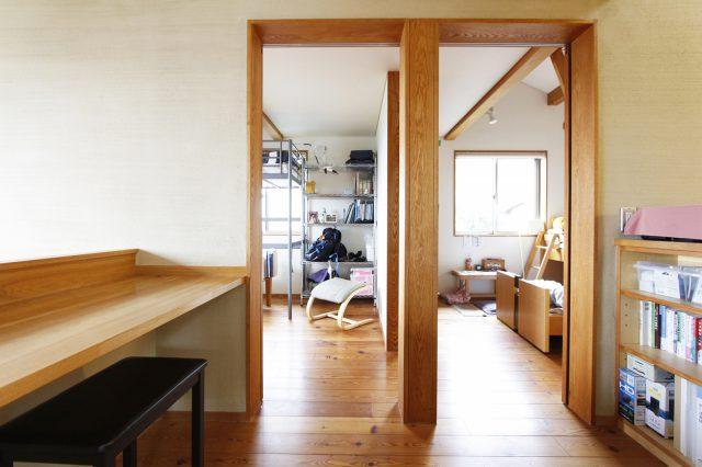 .二つ並ぶ子ども部屋は、間仕切りを設けず、扉もオープンなまま。家全体が緩やかに繋がるワンルーム空間です。