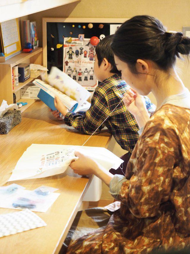 親子並んで読書や趣味に熱中