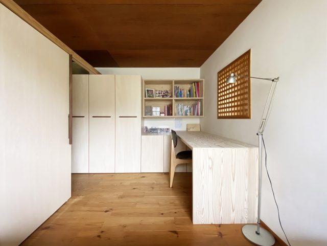 家具や建具を同じ素材で制作。統一感のある空間に