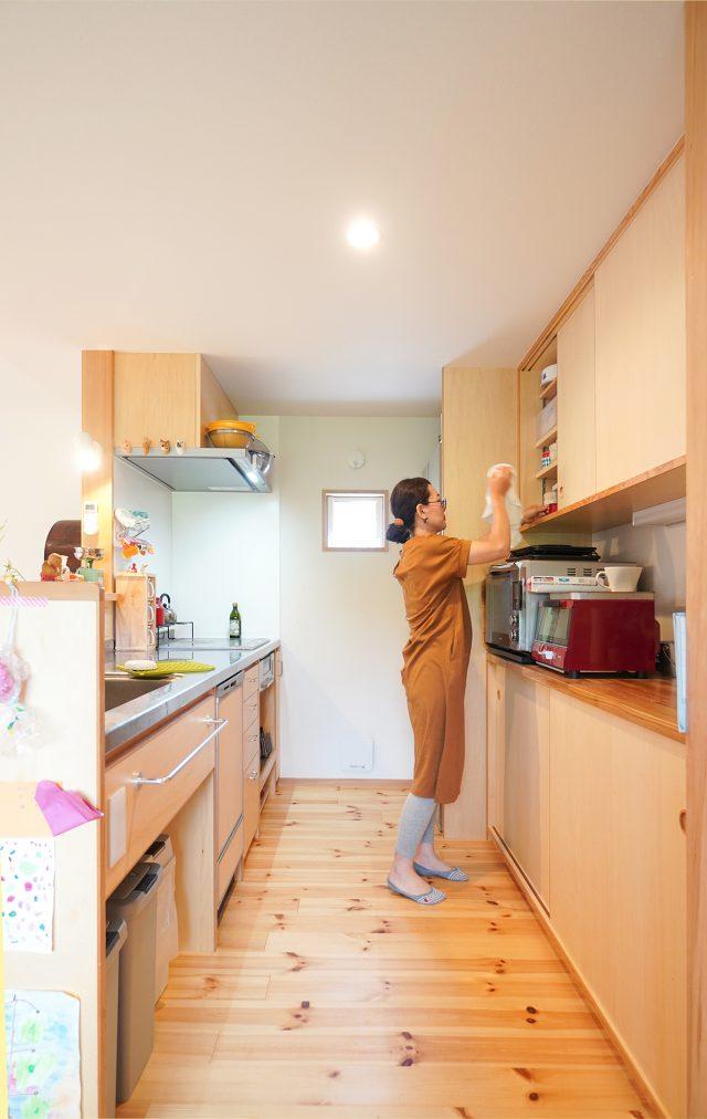 キッチンの造り付け収納は市販ケースがぴったり