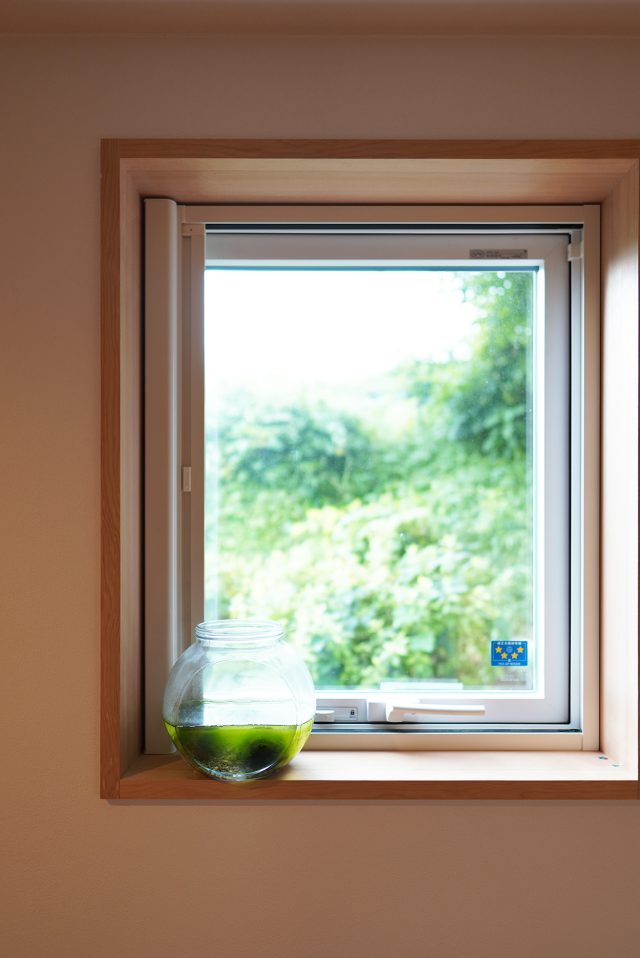 小窓からも緑を望みます