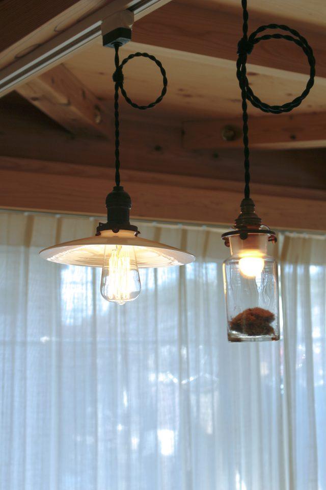 ご夫婦で選んだ雰囲気のある照明が食卓を照らします。