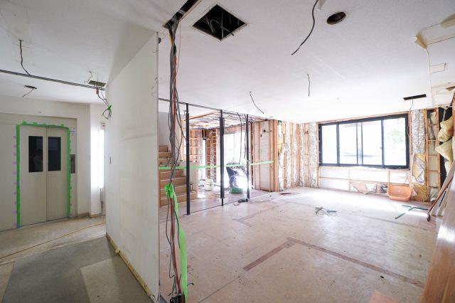 家具や壁がなくなると広く感じます。夏の暑さと冬の寒さが1階は特にきびしく感じていました……