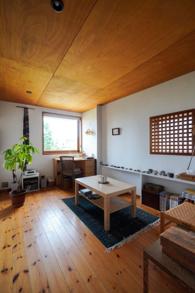 もうひとつの個室は現在、佑子さんの作業スペース。