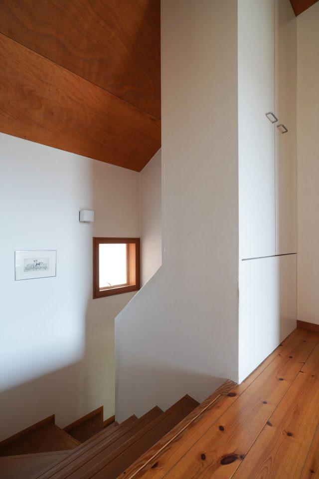 階段周りにも収納を設け空間を有効活用。