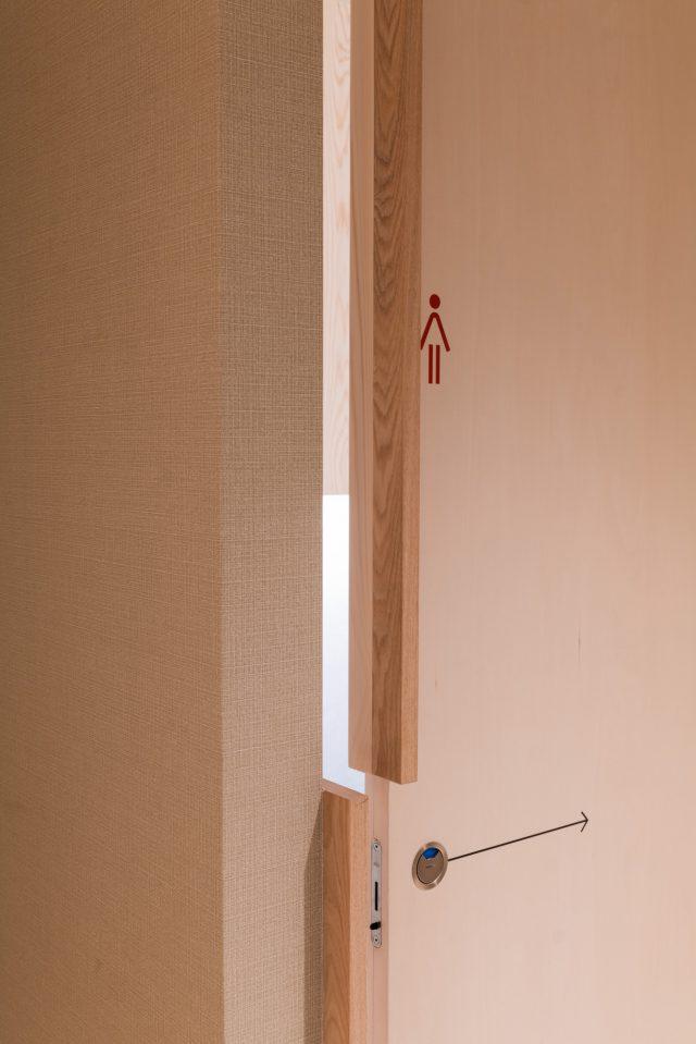 開け方に迷いってしまいそうな建具も慣れればなんだか良い使い心地!