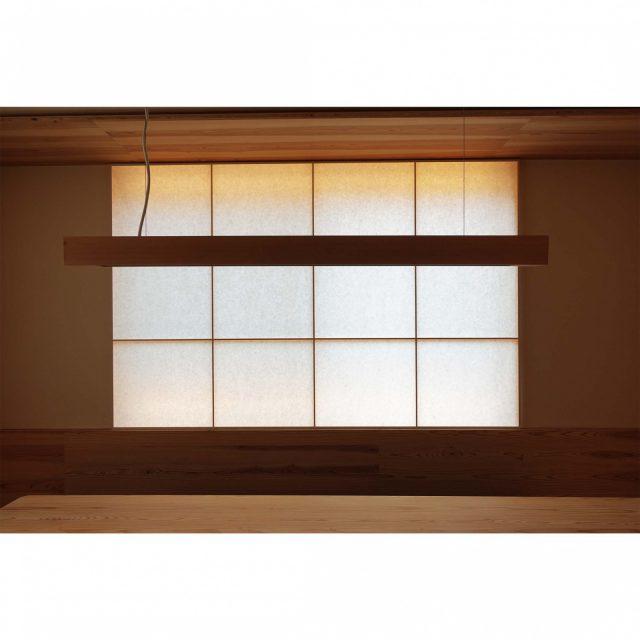間接照明をつけた窓