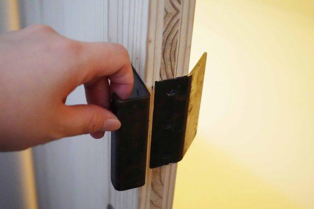 内開きのドア。内側は引きやすく、外側は押しやすい仕様