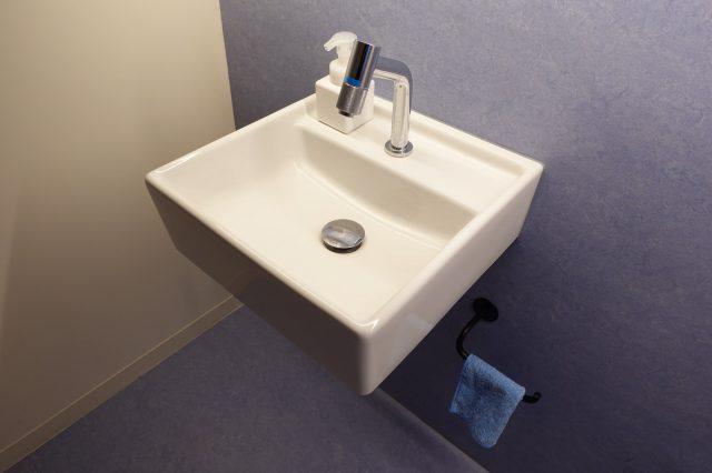 3階女性トイレも室内で手洗いまで済ませることができます。