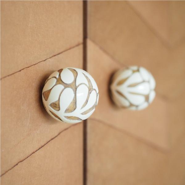a-wood : 木彫のつまみ(既存の器具を付け替えて)