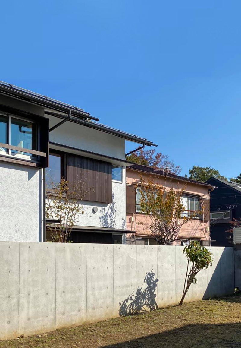 「浜田山の家」外観(写真左)