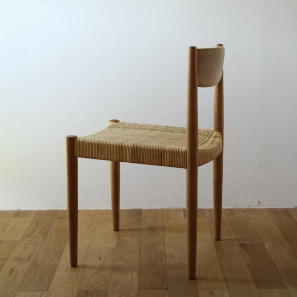 hyakka : 木の椅子(座面:藤編み)