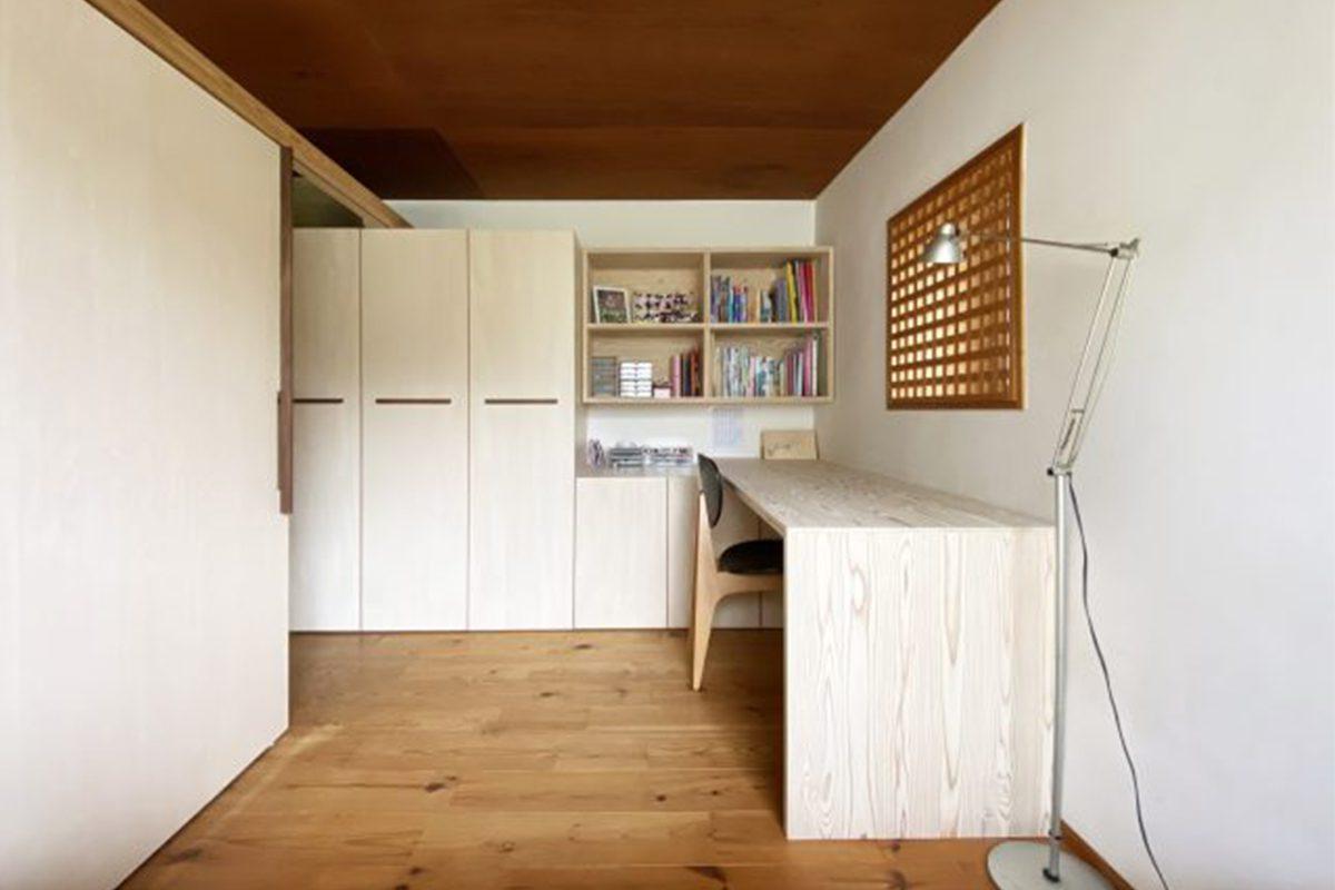 リフォーム後の子ども部屋。家具や建具を同じ素材で製作して統一感のある空間に