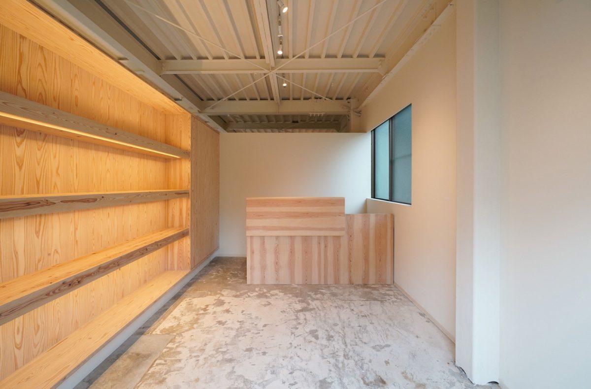 「asoko no kado」の空間。 素敵な作品の数々を展覧会でぜひお手にとってください